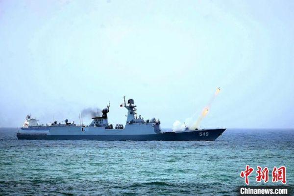 东部战区海军三艘舰艇组织实战化训练